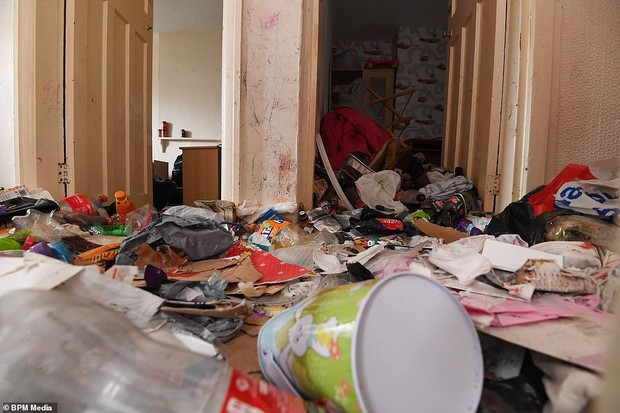 Cho bà mẹ 4 con thuê nhà trong 5 năm, chủ trọ buồn nôn khi nhìn thấy rác chất thành núi trong nhà, còn tốn hàng chục triệu để khắc phục - Ảnh 5.