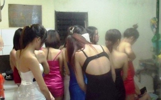 Đại ca giang hồ Thanh Hóa sai đàn em nhốt, đánh đập thiếu nữ, ép phục vụ quán karaoke - Ảnh 1.
