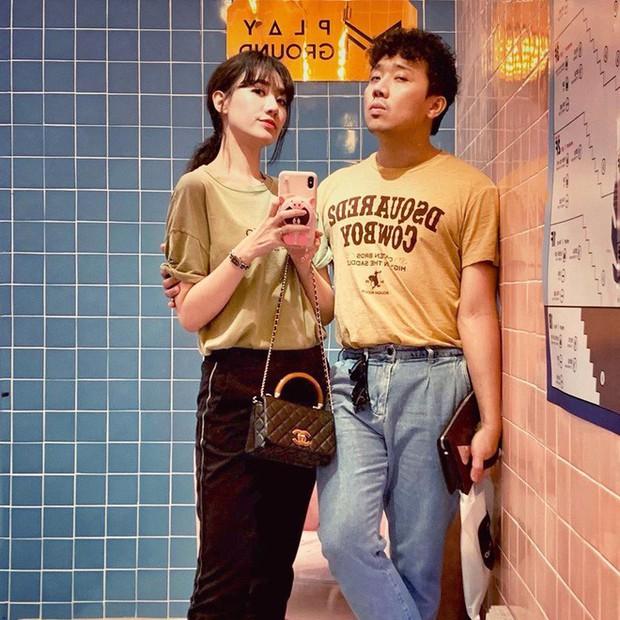 Một giờ sáng, vợ chồng Trấn Thành - Hariwon lọ mọ quay clip hướng dẫn cách ăn sầu riêng đúng chuẩn, mà sao xem xong lại... không dám ăn nữa - Ảnh 1.