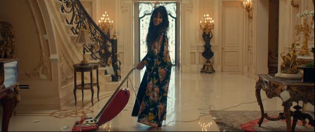 Bỏ mặc Shawn Mendes, Camila Cabello đưa đẩy cùng lúc cả 2 trai đẹp trong MV mới nhưng hóa ra lại là nữ phụ đam mĩ? - Ảnh 6.