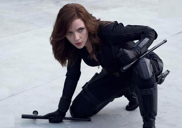 Bí quyết tập luyện của sao Hollywood: Captain Marvel đẩy ô tô nặng hơn 2 tấn lên đồi , Black Widow kết hợp nhiều bộ môn - Ảnh 1.