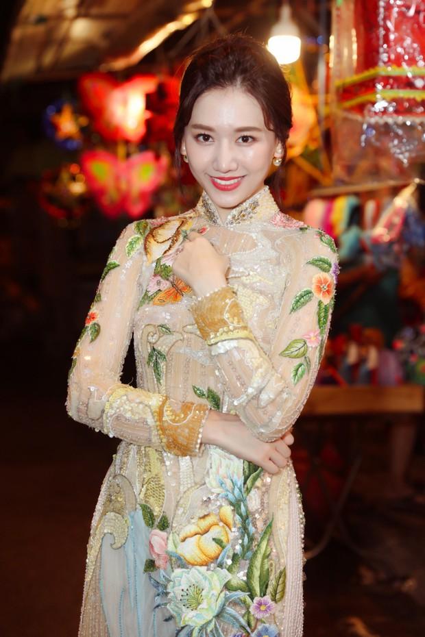 Không phải Trấn Thành, Hari Won bất ngờ tình tứ bên mỹ nam nhóm nhạc Kpop đình đám một thời trong bộ ảnh Trung Thu - Ảnh 2.
