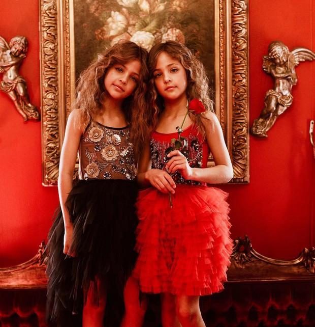 Cặp chị em song sinh đẹp nhất thế giới nay đã lớn: Sở hữu 1,4 triệu follow trên Instagram, mới 9 tuổi đã cá kiếm cả triệu đô mỗi năm - Ảnh 8.