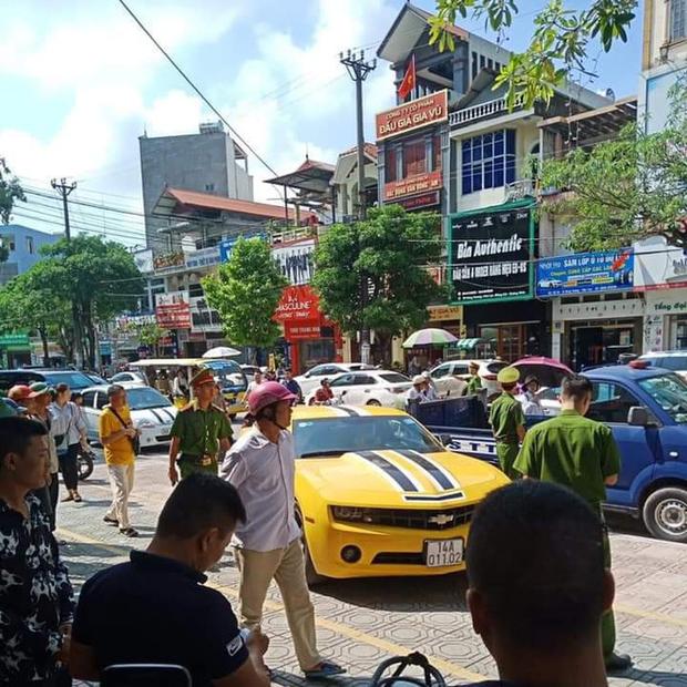 Quảng Ninh: Tài xế xe dân chơi Chevrolet Camaro rồ ga bỏ chạy bất chấp bị CSGT dùng súng AK đập vỡ kính - Ảnh 5.