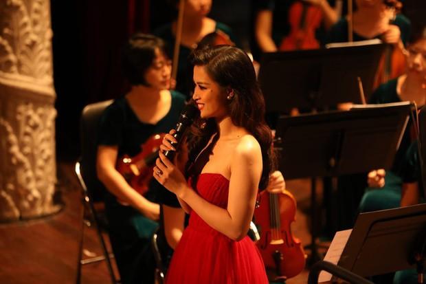 Đông Nhi gây bất ngờ với màn trình diễn bên dàn nhạc giao hưởng hoành tráng làm mới loạt hit - Ảnh 2.