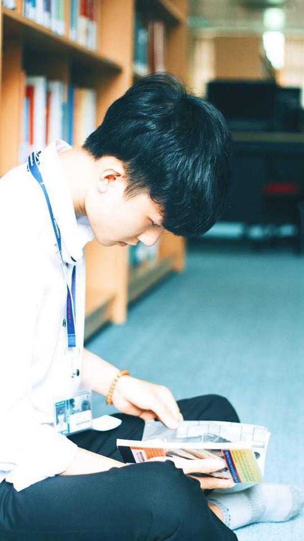 Nam sinh trường con nhà giàu ở Hà Nội gây thương nhớ bởi vẻ ngoài giống idol Hàn, lại vừa hát hay vừa đàn giỏi - Ảnh 2.