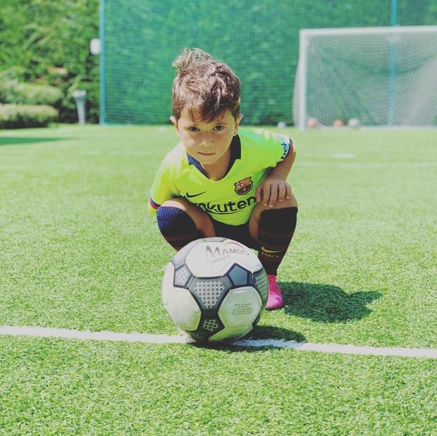 Cậu nhóc nghịch ngợm nhất của Messi khiến dân tình phát sốt về độ đáng yêu khi bắt chước điệu ăn mừng trứ danh của cha - Ảnh 3.