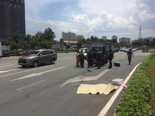 TP.HCM: Va chạm với xe tải, người phụ nữ bị văng xa nhiều mét tử vong tại chỗ - Ảnh 2.