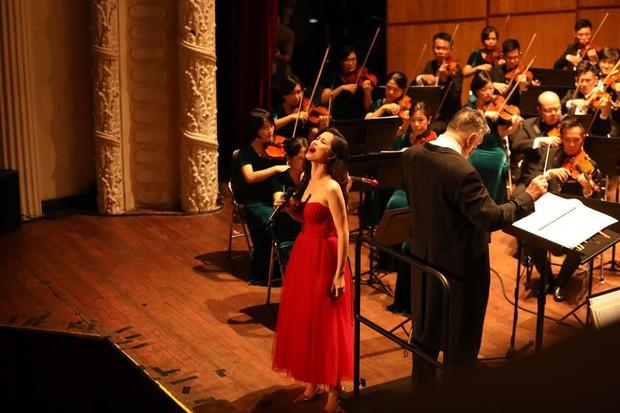 Đông Nhi gây bất ngờ với màn trình diễn bên dàn nhạc giao hưởng hoành tráng làm mới loạt hit - Ảnh 6.