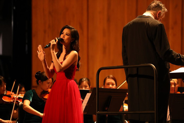 Đông Nhi gây bất ngờ với màn trình diễn bên dàn nhạc giao hưởng hoành tráng làm mới loạt hit - Ảnh 5.