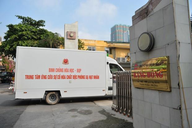 Binh chủng Hóa học tiến hành tẩy độc nhà xưởng Công ty Rạng Đông sau vụ cháy kinh hoàng - Ảnh 2.