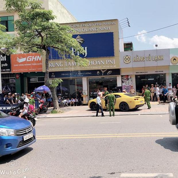 Quảng Ninh: Tài xế xe dân chơi Chevrolet Camaro rồ ga bỏ chạy bất chấp bị CSGT dùng súng AK đập vỡ kính - Ảnh 4.