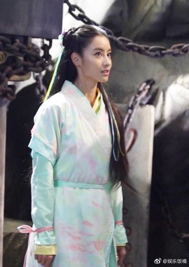 """Đóng Tiểu Long Nữ chưa xong, Mao Hiểu Tuệ lại """"cosplay"""" vai khác Lưu Diệc Phi khiến người xem không ngỏi ngỡ ngàng! - Ảnh 4."""