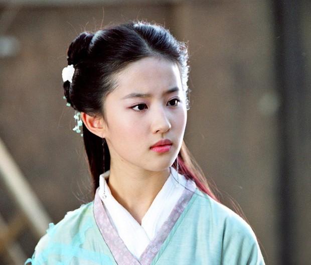 """Đóng Tiểu Long Nữ chưa xong, Mao Hiểu Tuệ lại """"cosplay"""" vai khác Lưu Diệc Phi khiến người xem không ngỏi ngỡ ngàng! - Ảnh 6."""