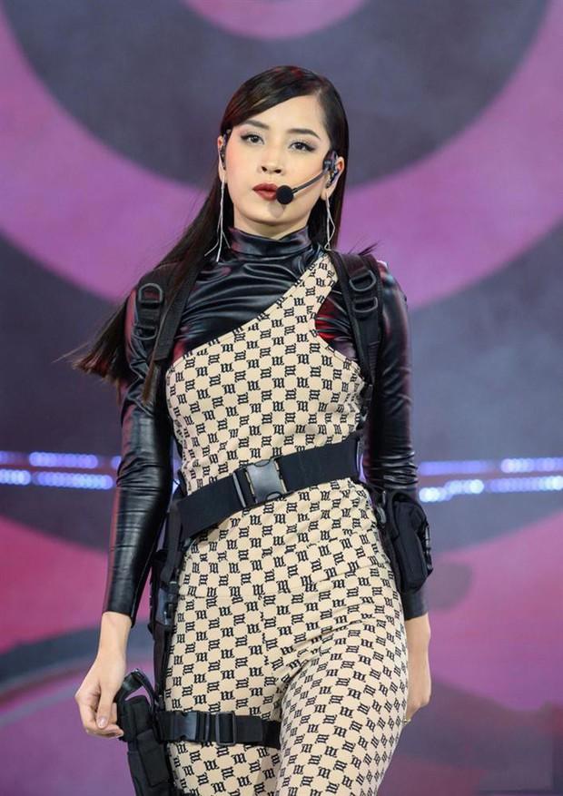 Cùng một thiết kế sexy: Jennie kém hoàn hảo vì đồ quá chật gây o ép da thịt, nhìn sang Thiều Bảo Trâm và Chi Pu lại thấy vừa vặn hơn hẳn - Ảnh 5.