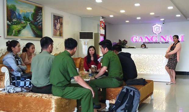 7 phụ nữ kéo đến thẩm mỹ viện ở Đà Nẵng đòi lại tiền vì... làm hoài mà không thấy đẹp - Ảnh 1.