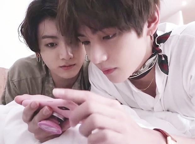 Knet choáng trước nhan sắc thật ngoài đời của 2 cậu em út Taekook (BTS), xếp cạnh nhau còn thần thánh hơn - Ảnh 14.