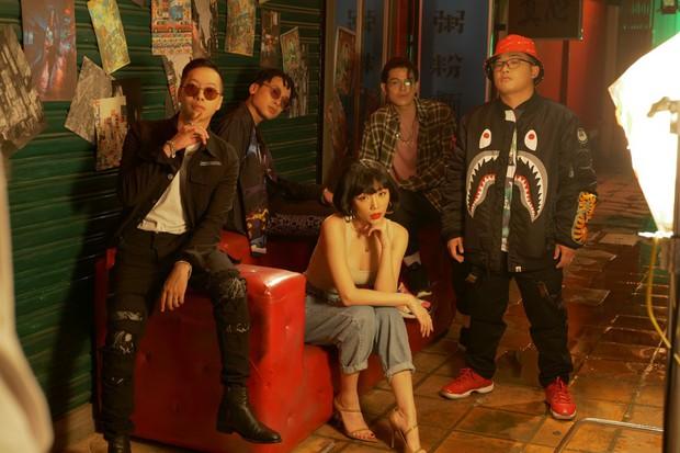 Khác hẳn hit Thanh Xuân, Da LAB bắt tay Tóc Tiên ra MV mới đầy drama kể chuyện tình tay ba giữa... 2 bố con - Ảnh 1.