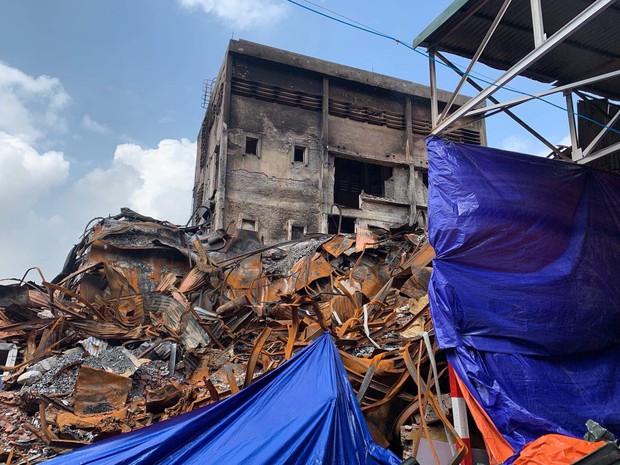 Binh chủng Hóa học tiến hành tẩy độc nhà xưởng Công ty Rạng Đông sau vụ cháy kinh hoàng - Ảnh 17.