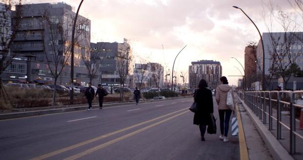 4 lý do phải ra rạp xem Lạc Hồn: Theo chân chị ma lưu lạc vạch trần góc khuất của xã hội Hàn Quốc - Ảnh 1.