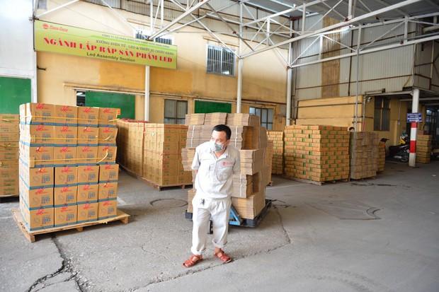 Binh chủng Hóa học tiến hành tẩy độc nhà xưởng Công ty Rạng Đông sau vụ cháy kinh hoàng - Ảnh 20.