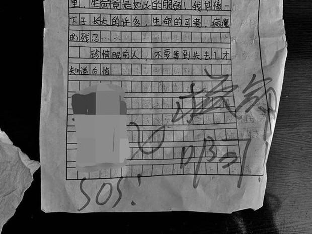 Phát hiện loạt mẩu giấy kêu cứu thảm thiết ở sân chung cư, cô gái sợ hãi báo cảnh sát để rồi ngã ngửa khi biết chân tướng sự thật - Ảnh 2.
