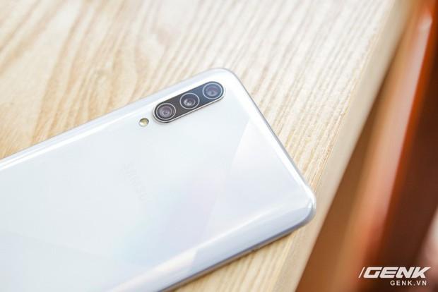 Sang chảnh hút mắt với Galaxy A50s: Thiết kế độc đáo, vân tay dưới màn hình, 3 camera mà giá chỉ 7.8 triệu - Ảnh 3.