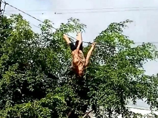 Tin mới về nguời phụ nữ đu dây điện - Ảnh 1.