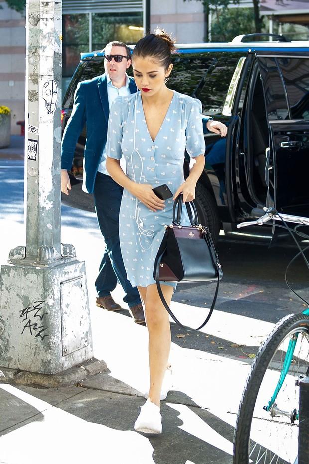 Selena Gomez có một công thức diện váy thu cực xinh tươi, bay bổng mà nàng nào diện cũng sẽ lên đời phong cách - Ảnh 2.