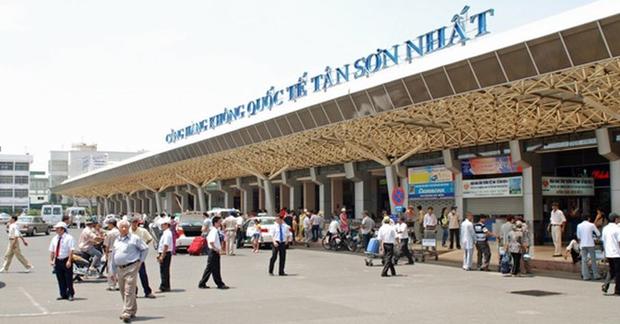 Phát hiện hành khách nghi ngáo đá trốn trong nhà vệ sinh sân bay Tân Sơn Nhất - Ảnh 1.
