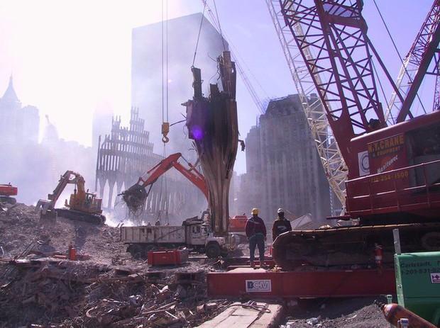 Mua đĩa giảm giá, phát hiện 2.400 bức ảnh chưa từng thấy về hiện trường vụ 11/9 - Ảnh 14.