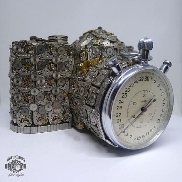 Không nỡ vứt mảnh đồng hồ cũ, chàng trai bèn độ nó thành loạt tác phẩm nghệ thuật đẹp mê hồn - Ảnh 17.