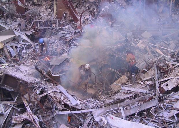Mua đĩa giảm giá, phát hiện 2.400 bức ảnh chưa từng thấy về hiện trường vụ 11/9 - Ảnh 3.