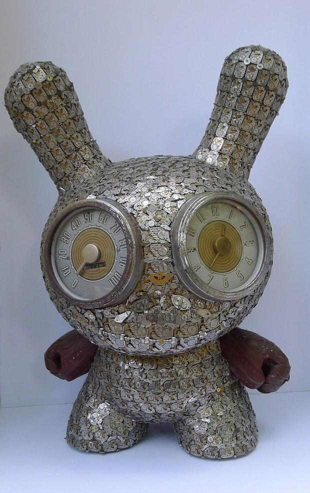 Không nỡ vứt mảnh đồng hồ cũ, chàng trai bèn độ nó thành loạt tác phẩm nghệ thuật đẹp mê hồn - Ảnh 3.