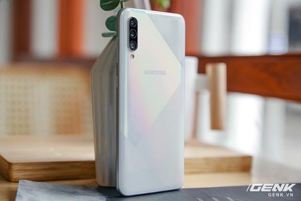 Sang chảnh hút mắt với Galaxy A50s: Thiết kế độc đáo, vân tay dưới màn hình, 3 camera mà giá chỉ 7.8 triệu - Ảnh 5.