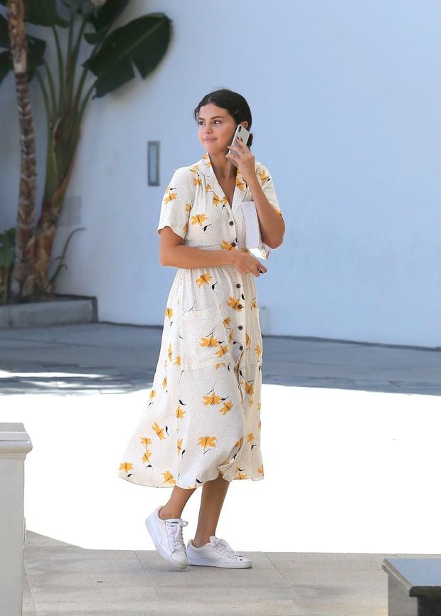 Selena Gomez có một công thức diện váy thu cực xinh tươi, bay bổng mà nàng nào diện cũng sẽ lên đời phong cách - Ảnh 3.
