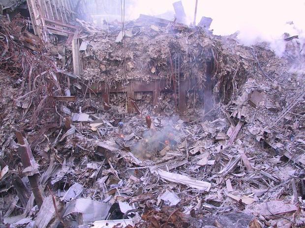 Mua đĩa giảm giá, phát hiện 2.400 bức ảnh chưa từng thấy về hiện trường vụ 11/9 - Ảnh 4.