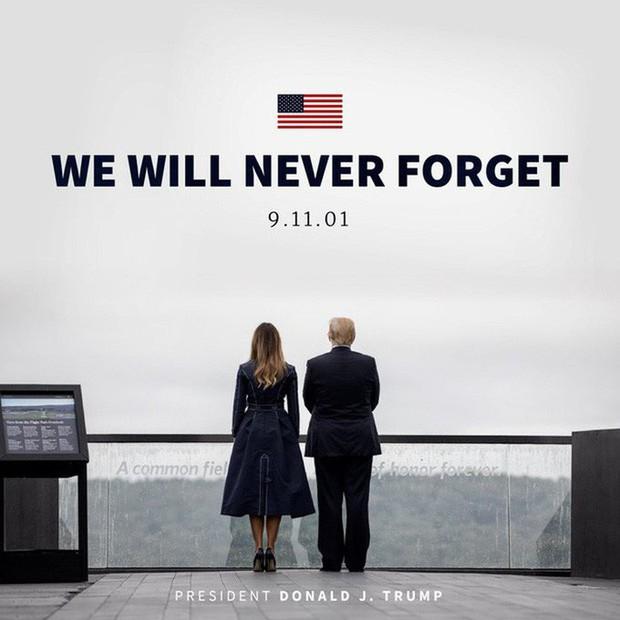 Đệ nhất phu nhân Mỹ bị chỉ trích vì chi tiết giời ơi đất hỡi trên váy khiến một số người liên tưởng đến thảm kịch 11/9 - Ảnh 4.