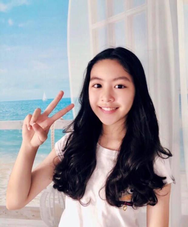 Toàn diện dresscode nhưng nhà MC Quyền Linh vẫn không giấu nổi công chúa Lọ Lem xinh như hoa hậu, chân dài miên man - Ảnh 6.