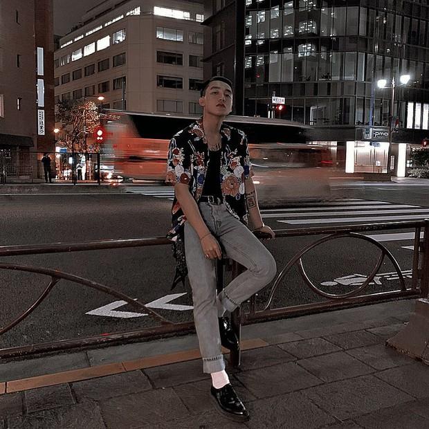 Sơn Tùng M-TP đăng ảnh đi chơi trung thu ở Nhật, nhưng buồn cười nhất vẫn là cú pose lúc đi hết mình của Sếp ở story - Ảnh 1.
