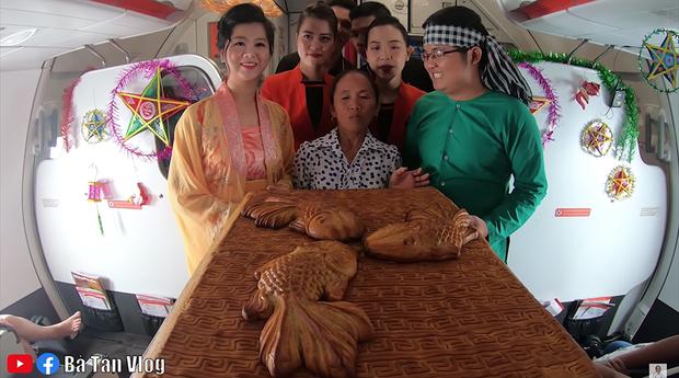 Bà Tân làm bánh Trung thu nhân thập cẩm siêu to khổng lồ, làm xong còn đòi mang... lên trời phá cỗ - Ảnh 7.