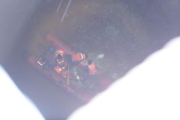 Nóng: Container mất lái tông hàng loạt xe máy trên cầu Thanh Trì, đang trục vớt 1 nạn nhân bị rơi xuống sông - Ảnh 10.