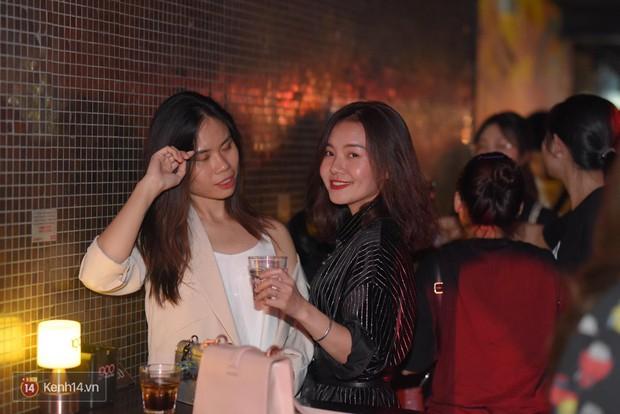 Ngắm loạt ảnh gái xinh kéo hội đi đu đưa lễ Trung thu, rich kid Tiên Nguyễn bất ngờ lọt ống kính - Ảnh 1.