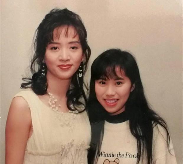 Tìm ra fan cuồng số 1 Hong Kong: Chụp ảnh với nửa showbiz, khiến hàng nghìn người ghen tị vì được Trương Quốc Vinh thân mật - Ảnh 2.