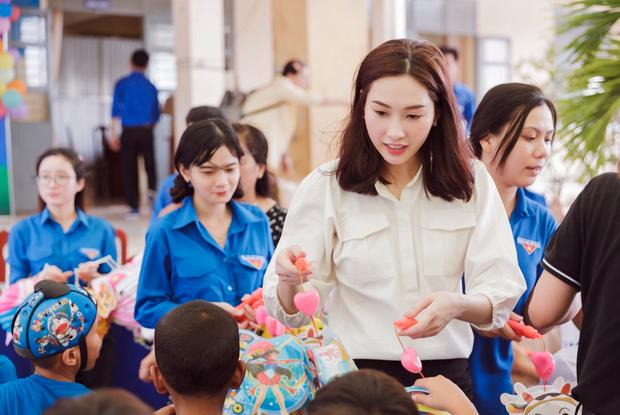 Đặng Thu Thảo béo lên trông thấy, cùng Shark Khoa về quê nhà Bạc Liêu tặng quà Trung thu cho bà con - Ảnh 4.