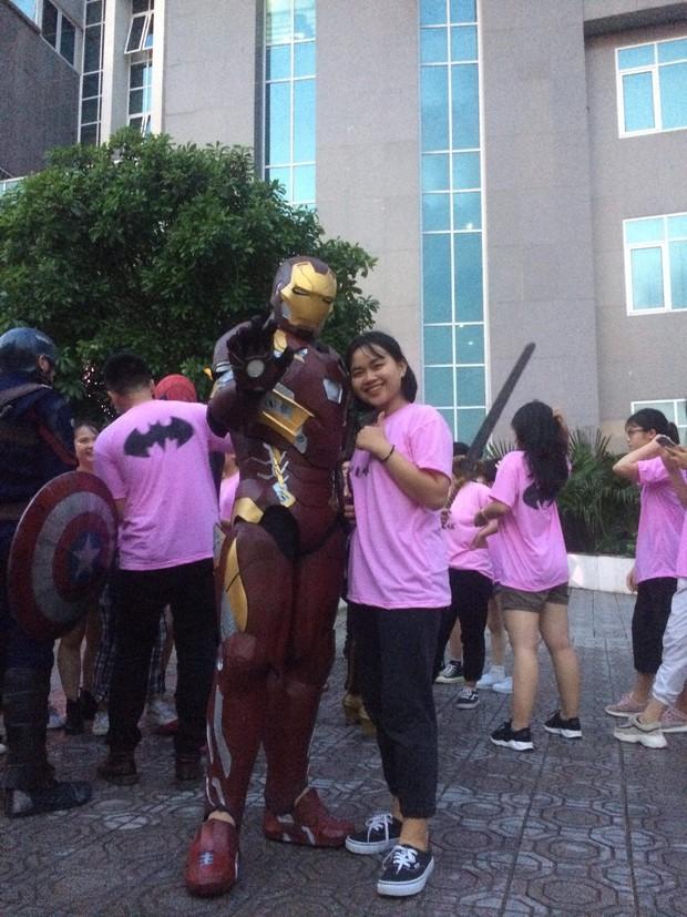 Xuất hiện màn cosplay biệt đội Avengers cực chất ở buổi chào tân sinh viên của Học viện Chính sách và Phát triển - Ảnh 4.