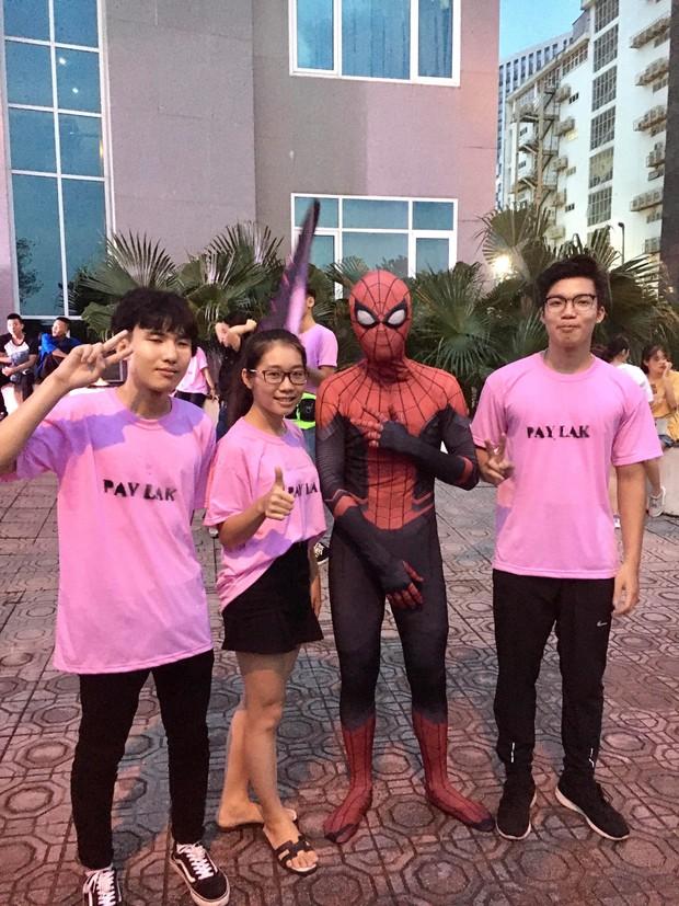 Xuất hiện màn cosplay biệt đội Avengers cực chất ở buổi chào tân sinh viên của Học viện Chính sách và Phát triển - Ảnh 5.