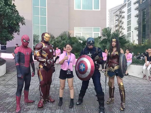 Xuất hiện màn cosplay biệt đội Avengers cực chất ở buổi chào tân sinh viên của Học viện Chính sách và Phát triển - Ảnh 1.