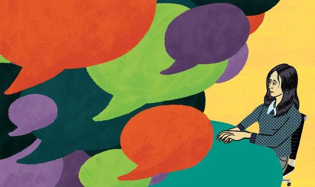 Những thứ nên và không nên mang theo khi đi phỏng vấn: Bỏ tai nghe ở nhà và nhớ cầm theo... lọ xịt nách! - Ảnh 1.