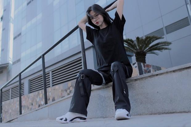 Nữ sinh 2001 gây sốt với bức ảnh góc nghiêng thần thánh ngày khai giảng, truy tìm info mới biết hóa ra nàng là hotgirl đã hot từ lâu - Ảnh 5.